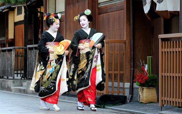 Le mauvais comportement des touristes mène à la répression de la photographie à Gion à Kyoto