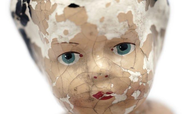 """Existem bonecos """"assombrados"""" à venda online e eles custam uma fortuna"""