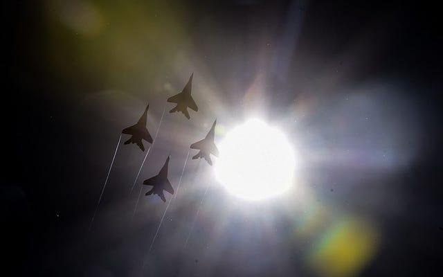 最初に彼らは選挙を盗みました、そして今、私たちはロシアの戦闘機が米国領空の近くで冷えています