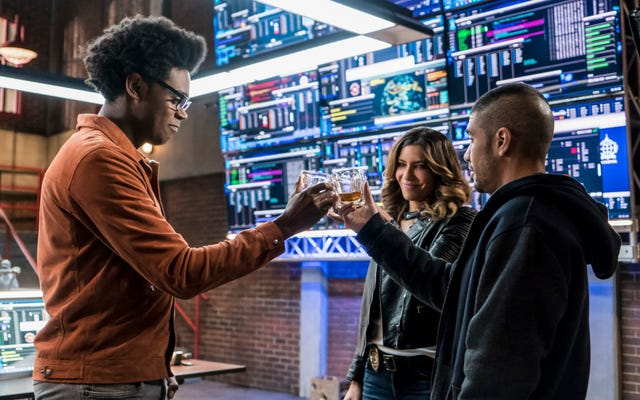 Arrow và các anh hùng của nó đánh bật tất cả trong một tập phim vững chắc