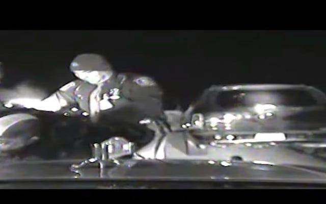 เป่านกหวีด: Black Woman State Trooper ยื่นฟ้องคดีเลือกปฏิบัติเกี่ยวกับระเบิดในมิชิแกนเผยความโหดเหี้ยมของตำรวจ