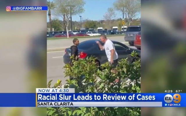 Setki spraw w trakcie przeglądu po emerytowanym detektywie z LAPD dzwoni do Czarnego Człowieka N-Worda i `` Małpy '' po wypadku samochodowym