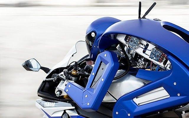 ヤマハは、オートバイに乗るロボットが2017年までにロッシの記録を破ると言います
