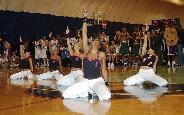 ウォッチ:ワシントンウィザーズのウィズダムダンスチームミリーロックス、トゥワークス、トゥーシーロール、そしてそれらはすべて50歳以上です