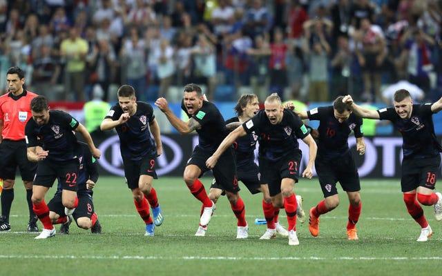 クロアチアは、驚くほどスリリングなPK戦の勝利の後、不正リストを厳しく回避します