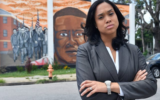Marilyn Mosby trató a los policías de Baltimore de la misma manera que los policías tratan a todos los demás; Ahora vienen por ella