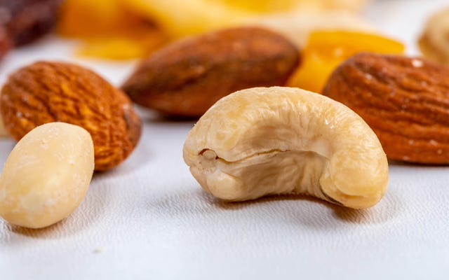 セックスはナッツを食べる男性にとってより良いと、ビッグナッツによって資金提供された研究は言います