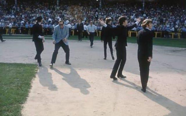 50年前の今日、ビートルズはシカゴのコミスキーパークで2つのショーを行いました