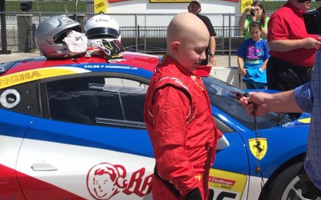Chłopiec z Iowa z białaczką musi jeździć samochodem wyścigowym Ferrari