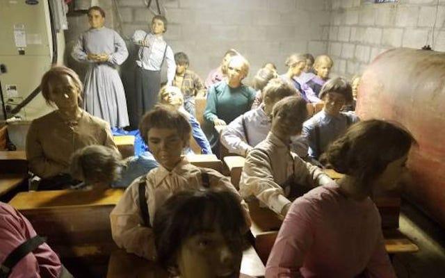 Bu Tüyler Ürpertici Balmumu Amish Çocuklarını Sadece 300 $ 'a Satın Alabilirsiniz (Her biri)
