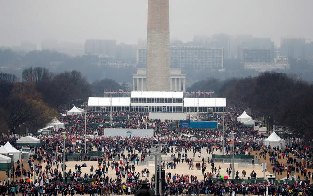 Hubo tres veces más personas en la Marcha de Mujeres de DC que en la Inauguración de Trump