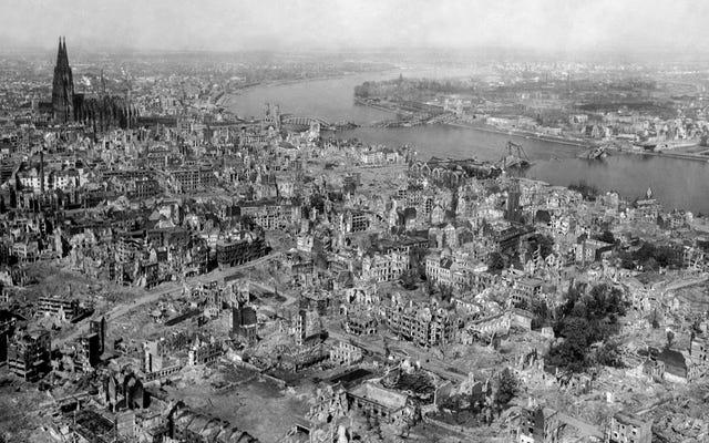 第二次世界大戦の爆撃による衝撃波が宇宙の端に到達した、と科学者たちは報告している