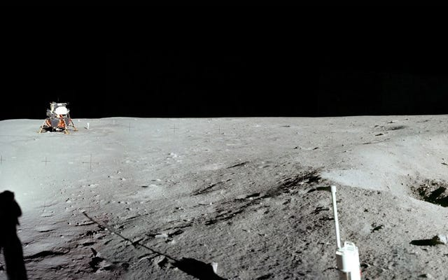 月はかつて居住可能であった可能性がある、と科学者たちは推測している