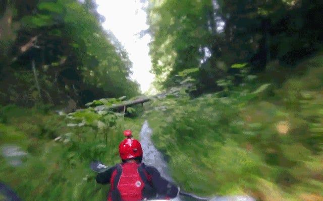 川の急流を下るよりも危険なことがあります。山の排水路を下るということです。
