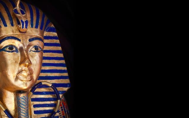 Egipto envía a ocho empleados del museo a juicio por reparación fallida del rey Tut