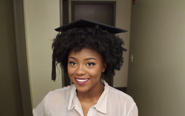 Как сделать выпускной колпак подходящим для курчавых или вьющихся волос