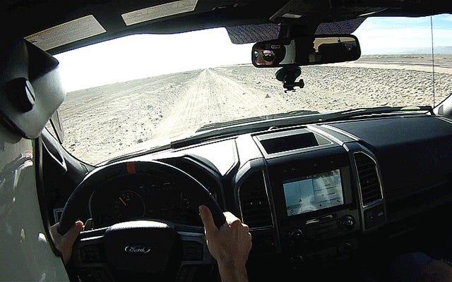 Portare il Ford Raptor fuoristrada del 2017 è come guidare con i codici cheat