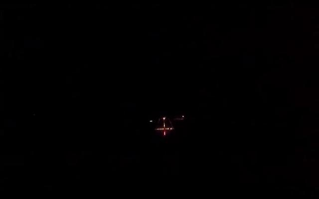 これは、F18のパイロットが夜に空母に着陸したときに実際に見るものです。