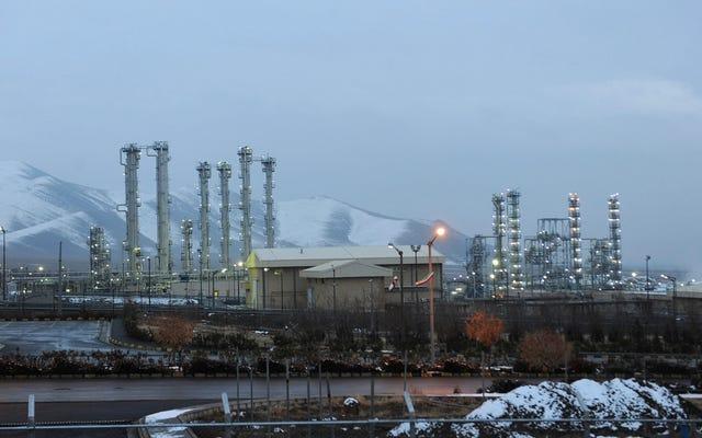 イランは、核取引の制限を超えてウラン濃縮を開始すると述べている
