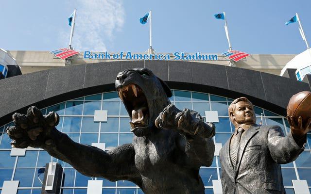ジェリーリチャードソンの像はカロライナパンサーズスタジアムに置かれたままです