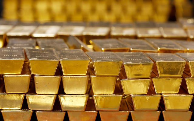 Cửa sập của máy bay Nga bị vỡ khi cất cánh và gần 400 triệu đô la vàng rơi vào khoảng không