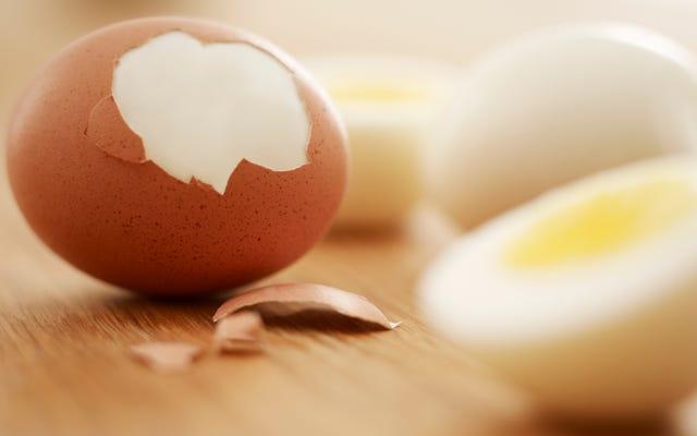 इन सभी बचे हुए कठोर उबले अंडे के साथ क्या करना है?