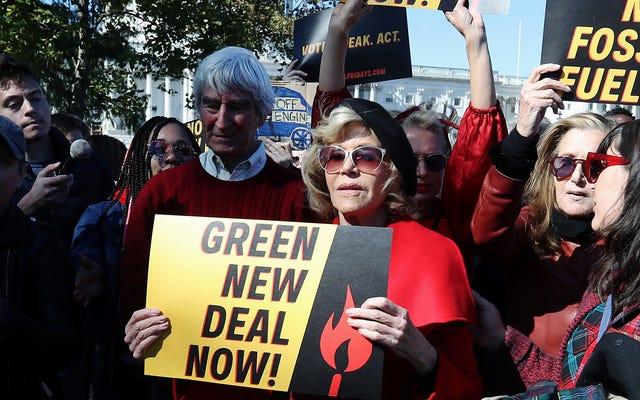 Jane Fonda è stata nuovamente arrestata durante la protesta contro il cambiamento climatico, questa volta con il co-protagonista di Grace & Frankie, Sam Waterston