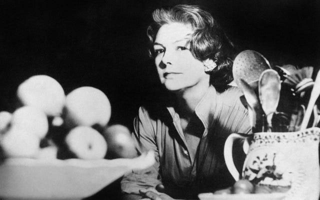 クラシッククックブック:エリザベスデイビッドによるオメレットとグラスワイン