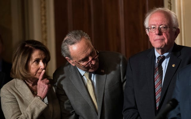 Quelqu'un dit aux démocrates d'arrêter d'agir comme l'équivalent politique du poulet non assaisonné