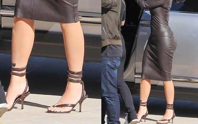 この靴は大丈夫ですか?ボッテガヴェネタのスネークプリントラップアラウンドハイヒールサンダル
