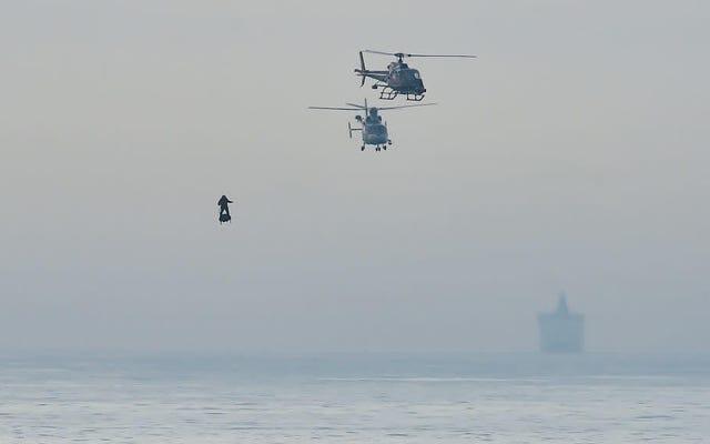 Suona gli allarmi: quel supercriminale francese sull'hoverboard ha attraversato la Manica