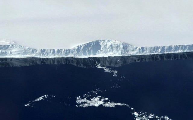 नासा की ये लुभावनी तस्वीरें 1957 के बाद के इतिहास में सबसे बड़े हिमखंड A68 की विशालता दर्शाती हैं