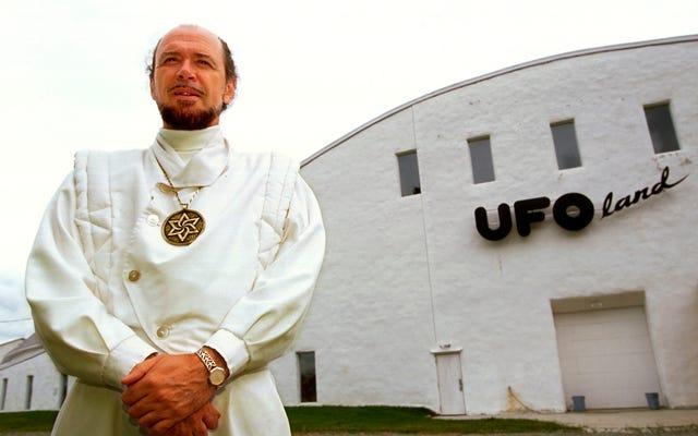 エイリアンが地球上に生命を創造したと言うUFO熱狂者からの挨拶