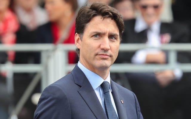 Justin Trudeau se muestra en 3 instancias separadas con maquillaje de cara negra y marrón