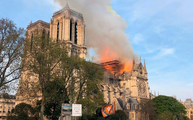 Un incendie dévore la cathédrale Notre-Dame de Paris