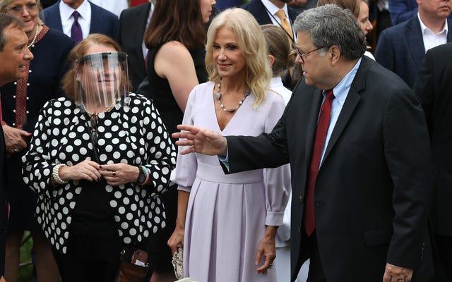 Kellyanne Conway Has Covid-19, và TikToks của Con gái Cô ấy đã phá vỡ tin tức