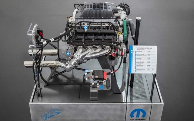 MoparはSEMAで1000馬力のプラグアンドプレイ426「Hellephant」クレートエンジンで火をもたらします