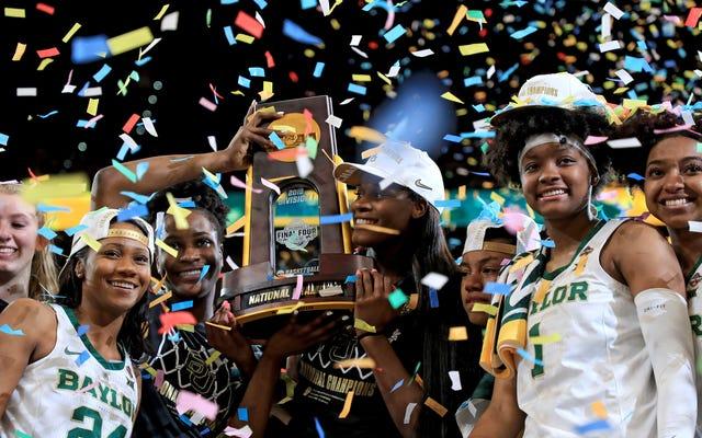 Cory Booker está adoptando prácticas de la NCAA que explotan a los estudiantes universitarios