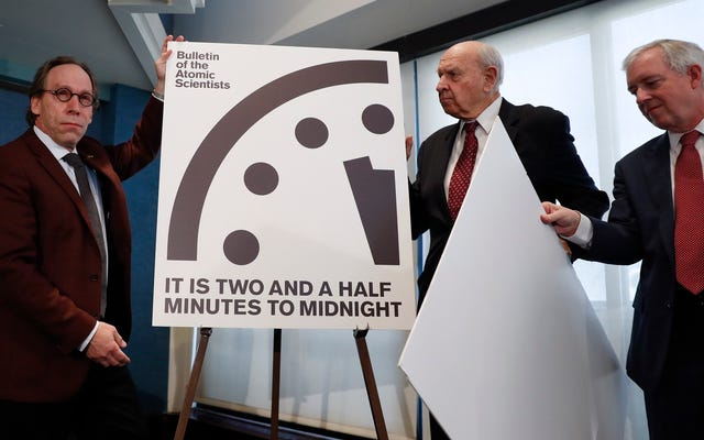黙示録の時計は30分進んでいます。冷戦以来、これほど大惨事に近づくことはありませんでした。