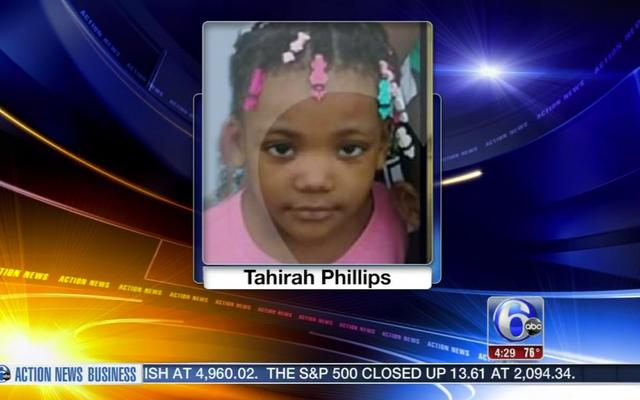 Cha giết con gái 4 tuổi khi vung súng, sau đó đổ lỗi cho con gái khác
