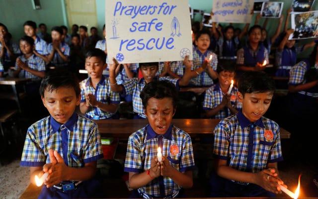ハッピーエンド:タイの洞窟に閉じ込められた12人の子供たちが壮大な作戦で生き残った