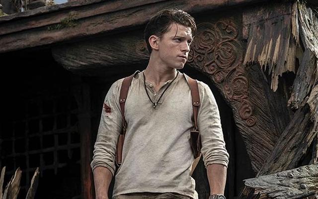 Nathan Drake regarde Nathan Drake dans les premières images du film Uncharted de Sony [Mise à jour]