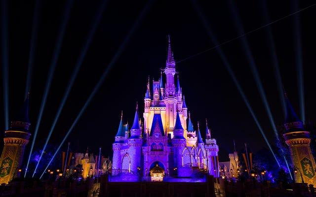 Ronald D. Moore mengembangkan dunia sinematik Magic Kingdom untuk Disney Plus