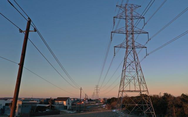 テキサス州当局は、民間エネルギー会社が顧客に不条理な請求書を送ることを一時的に停止している