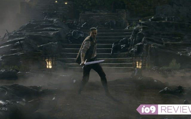 Resulta que King Arthur: Legend of the Sword es mucho mejor de lo que cualquiera esperaba