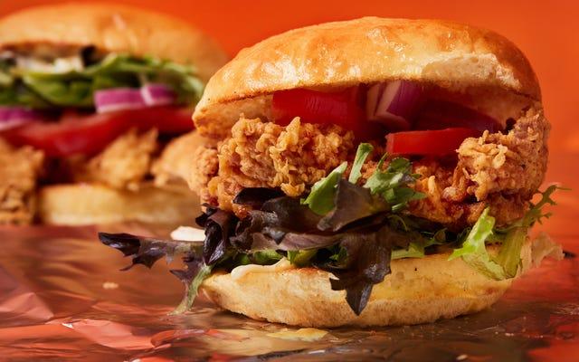 O tempo é um peito de frango frito achatado: uma história da guerra do sanduíche de frango