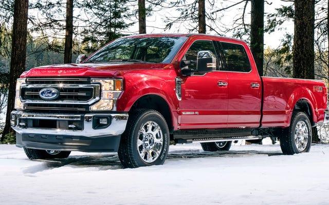 Le Ford Super Duty 2020 obtient un gros moteur à essence de 7,3 litres, un diesel Torquier et une voiture à 10 vitesses