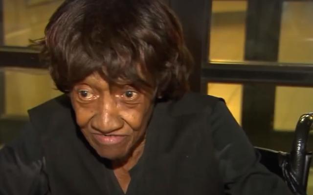 泥棒の保護観察に憤慨した86歳の女性:「自分の涙に溺れた」