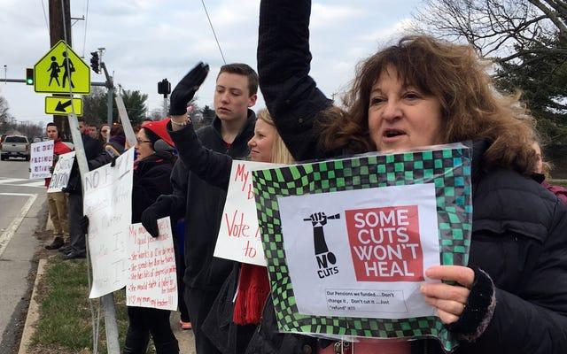 Guru Oklahoma Akan Keluar Hari Ini dalam Protes Kondisi Kerja