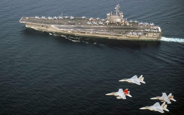 米国は、2隻の空母を朝鮮半島沖に配置している